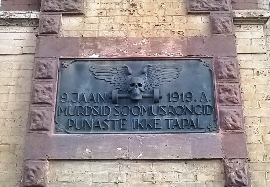 Taastatud VABADUSSÕJA MÄLESTUSTAHVEL - 90 ndate algus pronks- Tapa, Eesti  <br/>Restored MEMORIAL TABLET of War of Independence - beginning of 90s, bronze - Tapa, Estonia