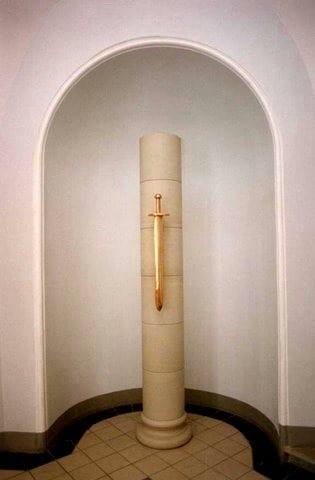 Tallinna Halduskohtu fuajee 1994 dolomiit, pronks - Pärnu mnt.7, Tallinn, Eesti <br/> Lobby of a Courthouse 1994 bronze, dolomite - Pärnu mnt.7, Tallinn, Estonia