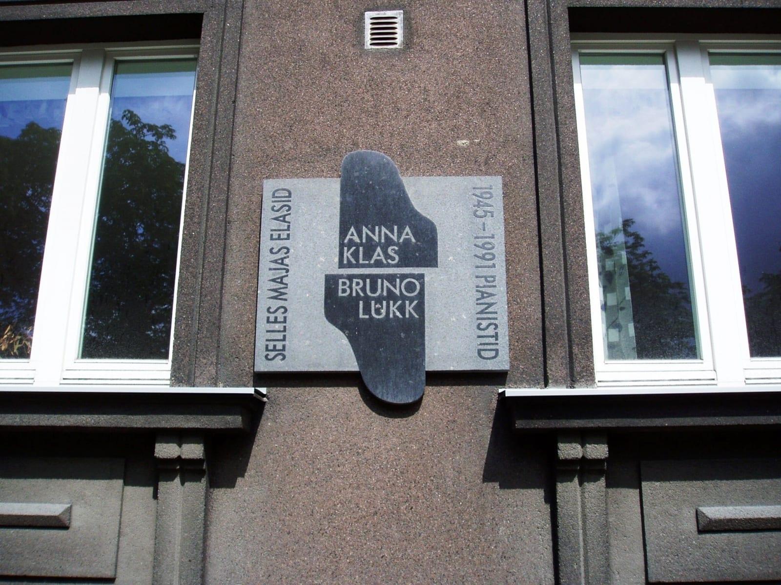 Mälestustahvel pianistidele A.KLAS`ile ja B.LUKK´ile 1996 graniit - Gonsiori 17, Tallinn, Eesti   <br/>Memorial tablet for pianists A.Klas and B.Lukk 1996 granit - Gonsiori 17, Tallinn, Estonia