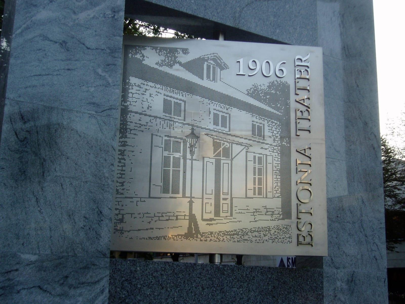 ESTONIA TEATRI 100 JUUBELI MONUMENT 2006 h= 5 m graniit, roostevaba teras, keskmine osa pöörlev ja valgustatud - Tallinn, Eesti <br/> THEATRE ESTONIA 100 MONUMENT 2006 h= 5 m granit, stainless steel, the middle part is moving, light inside - Tallinn, Estonia