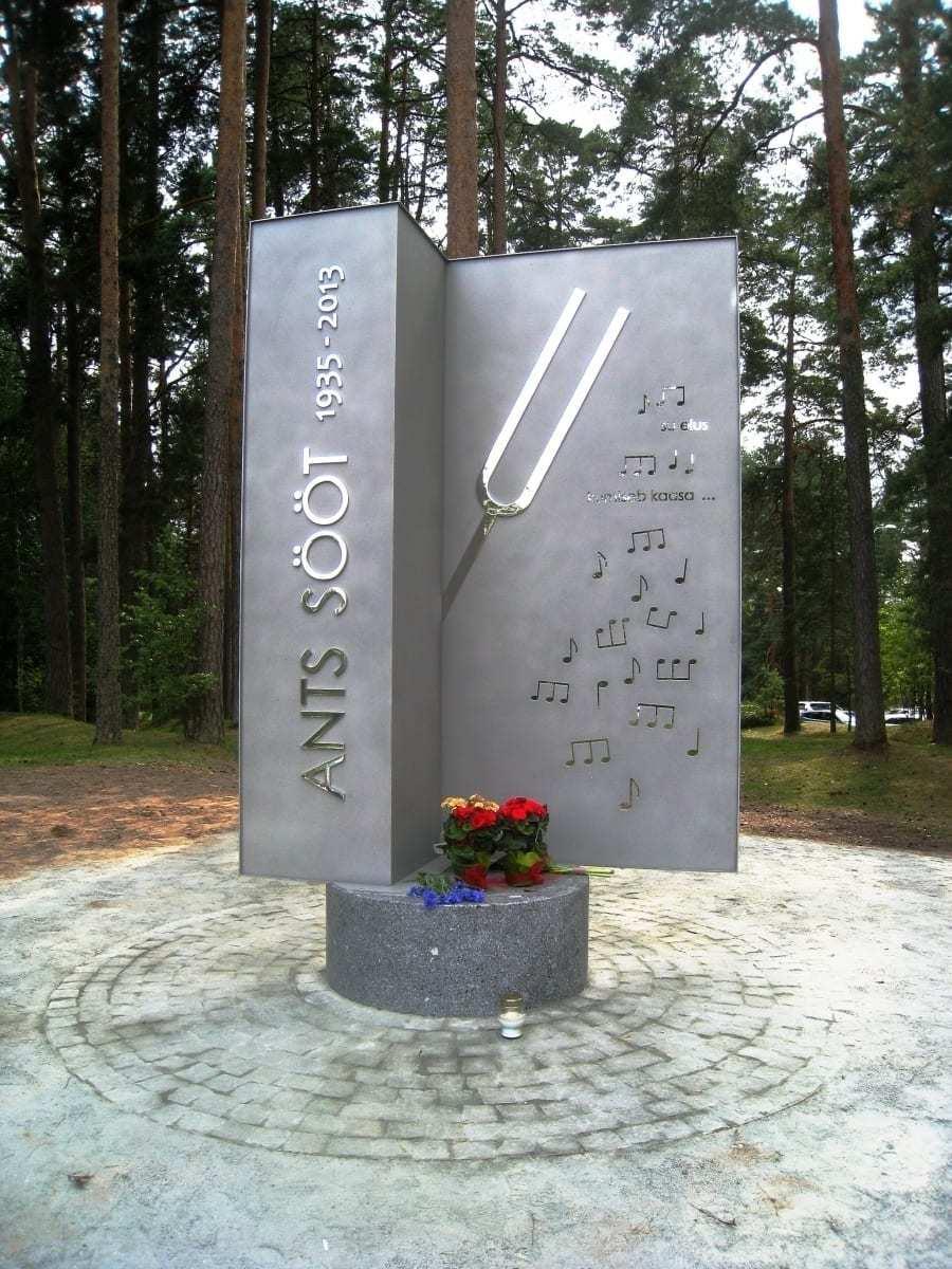 Koorijuht ANTS SÖÖDI mälestusmärk 2015 roostevaba teras, graniit h= 2,9 m - Elva, Eesti <br/> A monument for the conductor ANTS SÖÖT 2015 stainless steel, granit h= 2,9 m - Elva, Estonia