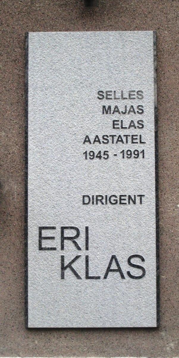 MÄLESTUSTAHVEL dirigent ERI KLAS´ile 2015 graniit 136 x 60 cm - Gonsiori 17, Tallinn, Eesti <br/> A memorial tablet to a conductor ERI KLAS 2015 granit 130 x 60 cm - Gonsiori 17, Tallinn, Estonia