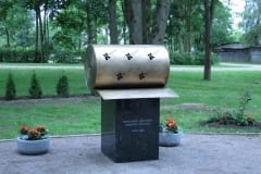HORIZON PULP&PAPER (Kehra Paberivabrik) skulptuur 2016 messing, graniit - Kehra, Eesti <br/> A sculpture for HORIZON PULP&PAPER factory 2016 mesing, granit - Kehra, Estonia