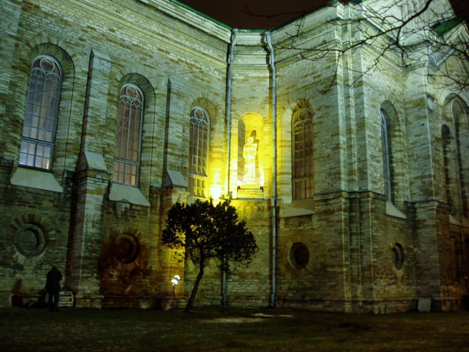 """""""NEITSI MAARJA JEESUSLAPSEGA"""" 2005 h= 3,5 m  Kaarli kirik, Tallinn, Eesti <br/>""""VIRGIN MARY WITH BABY JESUS"""" 2005 h= 3,5 m Kaarli Church, Tallinn, Estonia"""
