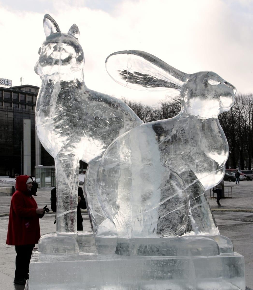 """JÄNES/KASS"" 2011 h= 2,5 m Tallinn, Eesti <br/> ""RABBIT/CAT"" 2011 h= 2,5 m Tallinn, Estonia"