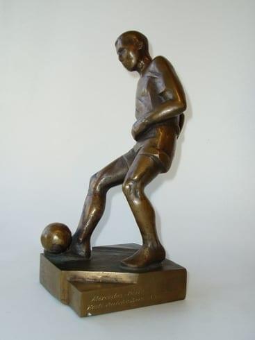 Auhind PARIMALE EESTI JALGPALLURILE 1992 pronks  <br/>An award to the best Estonian football player 1992 bronze