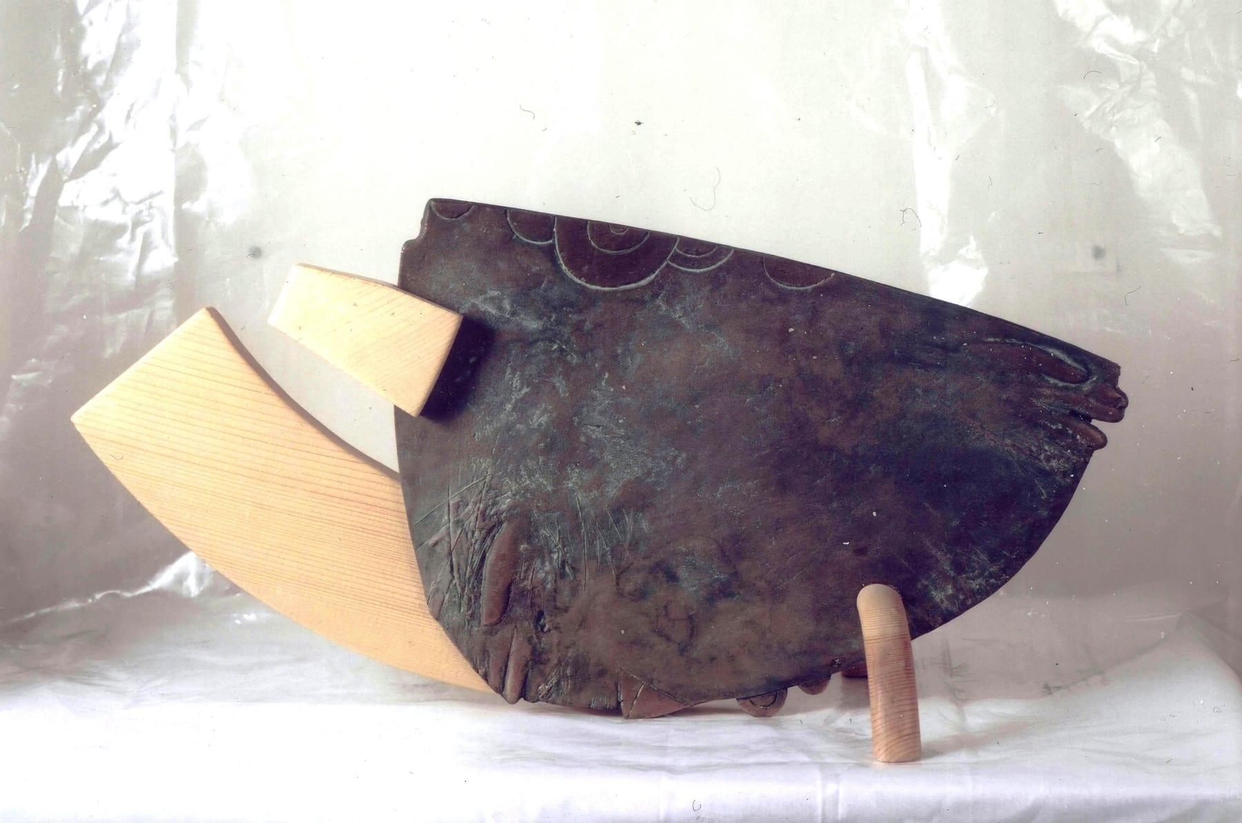 """KAITSE"" 1993 puu, pronks  <br/>""PROTECTION"" 1993 wood, bronze"