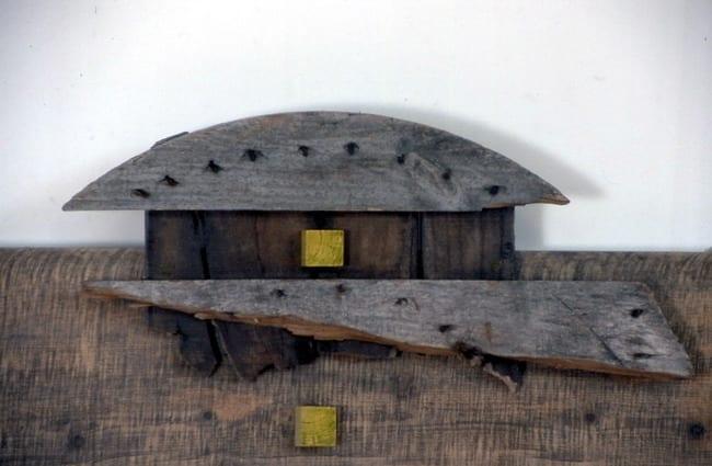 """NIMETU VIII"" (detail) 1996 puu<br/> ""NAMELESS VIII (detail) 1996 wood"