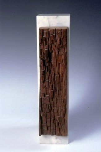 """""""VARJATUD SISU"""" 1997 marmor, puu <br/>""""HIDDEN INSIDE"""" 1997 marble, wood"""