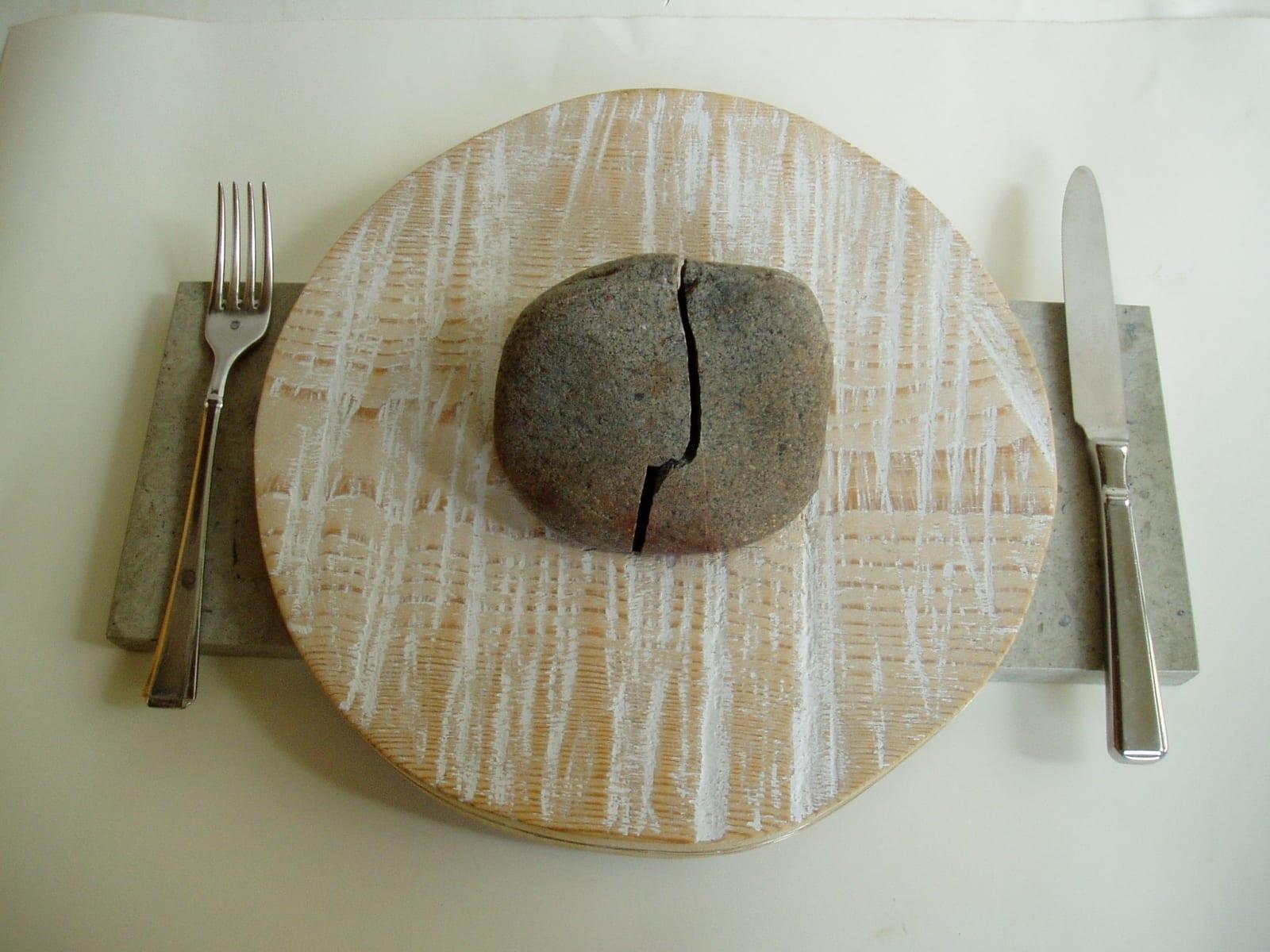 """""""EINE-I"""" 2001 puu, kivi, metall<br/> """"MEAL-I"""" 2001 wood, stone, metal"""