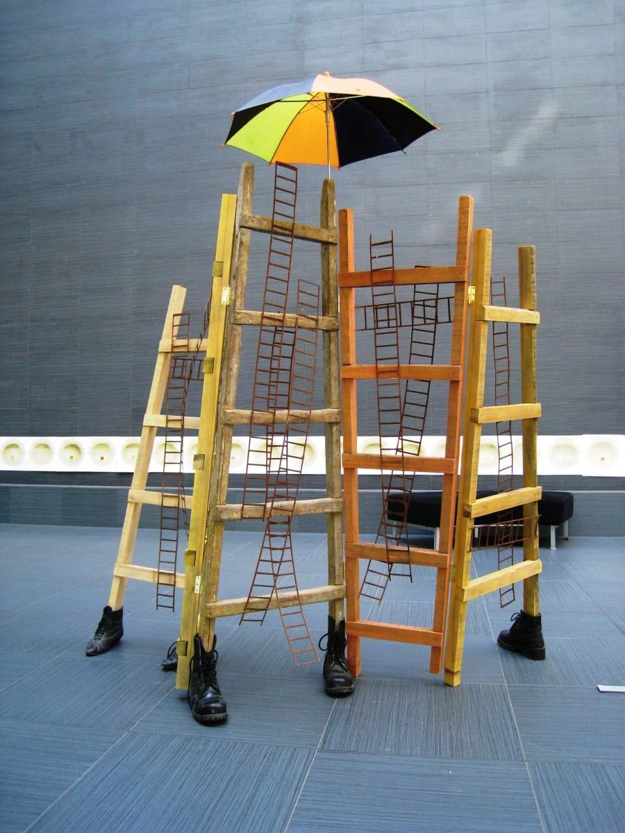 """""""SIRM-IV"""" 2001 metall, puu, saapad, vihmavari <br/>""""SCREEN-IV"""" 2001 metal, wood, boots, umbrella"""