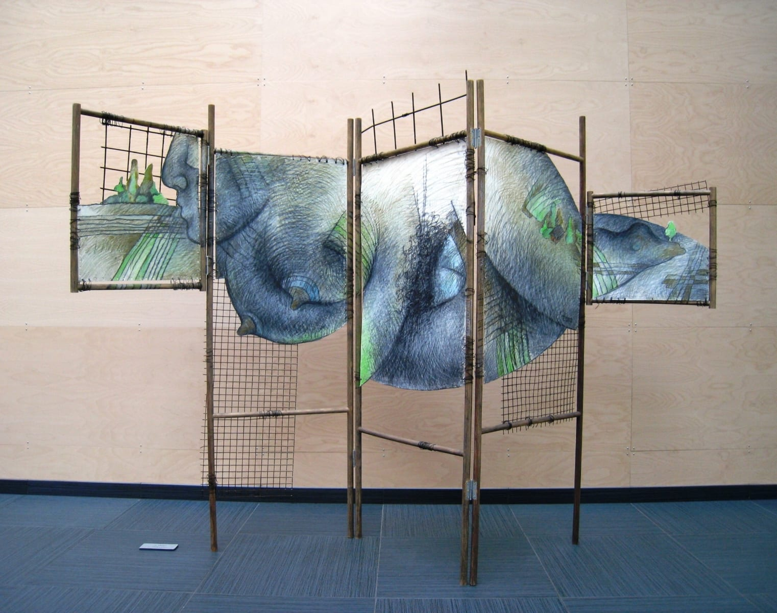 "Sirm ""MAAEMA"" 2002 puu, paber, metall Screen<br/> ""MOTHER of the EARTH"" 2002 wood, paper, metal"