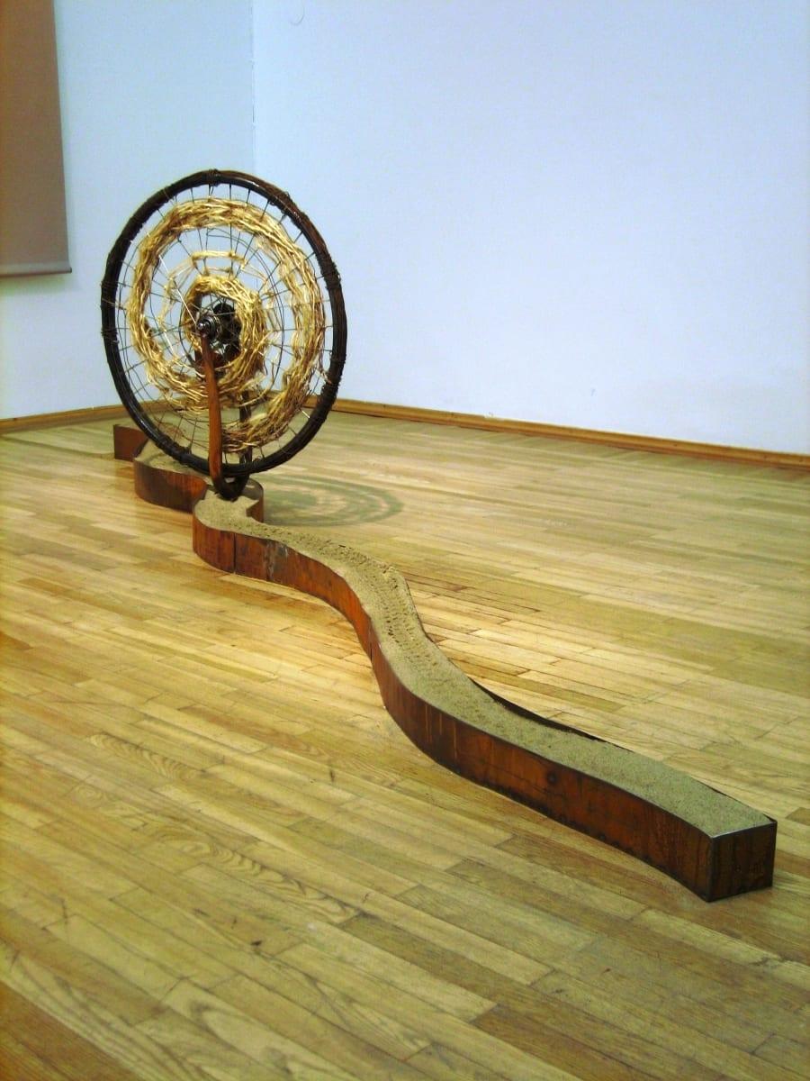 """""""ELURATAS"""" 2005 metall, köis, liiv, mehhaanika <br/>""""A WHEEL of LIFE"""" 2005 metal, rope,sand, mechanics"""