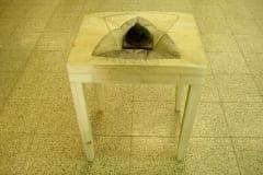"""""""VÄIKE VALGE LAUD"""" 2005 puu,klaas,joonistus<br/> """"A LITTLE WHITE TABLE"""" 2005 wood,glass,drawing"""