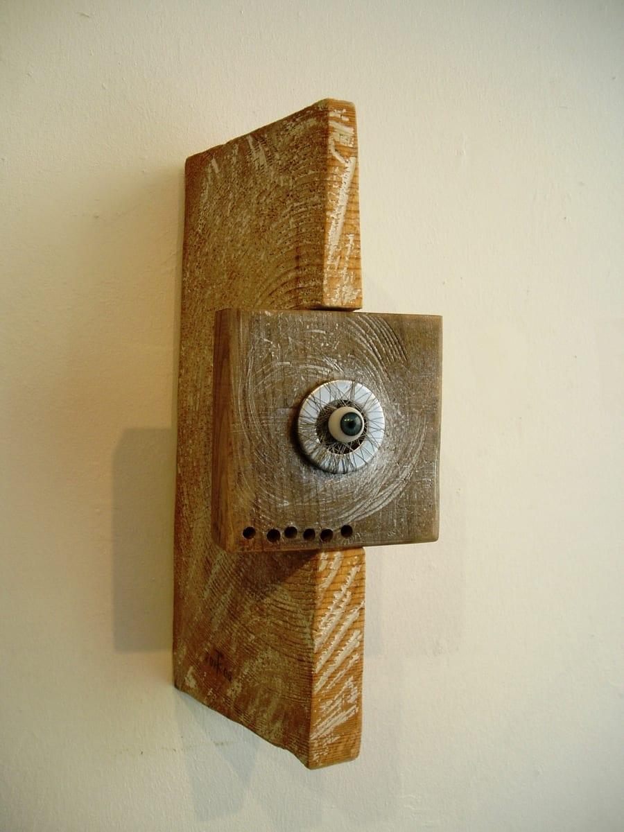 """""""SALASILM"""" 2006 puu,metall klaas <br/>""""AN EYE"""" 2006 wood,metal,glass"""