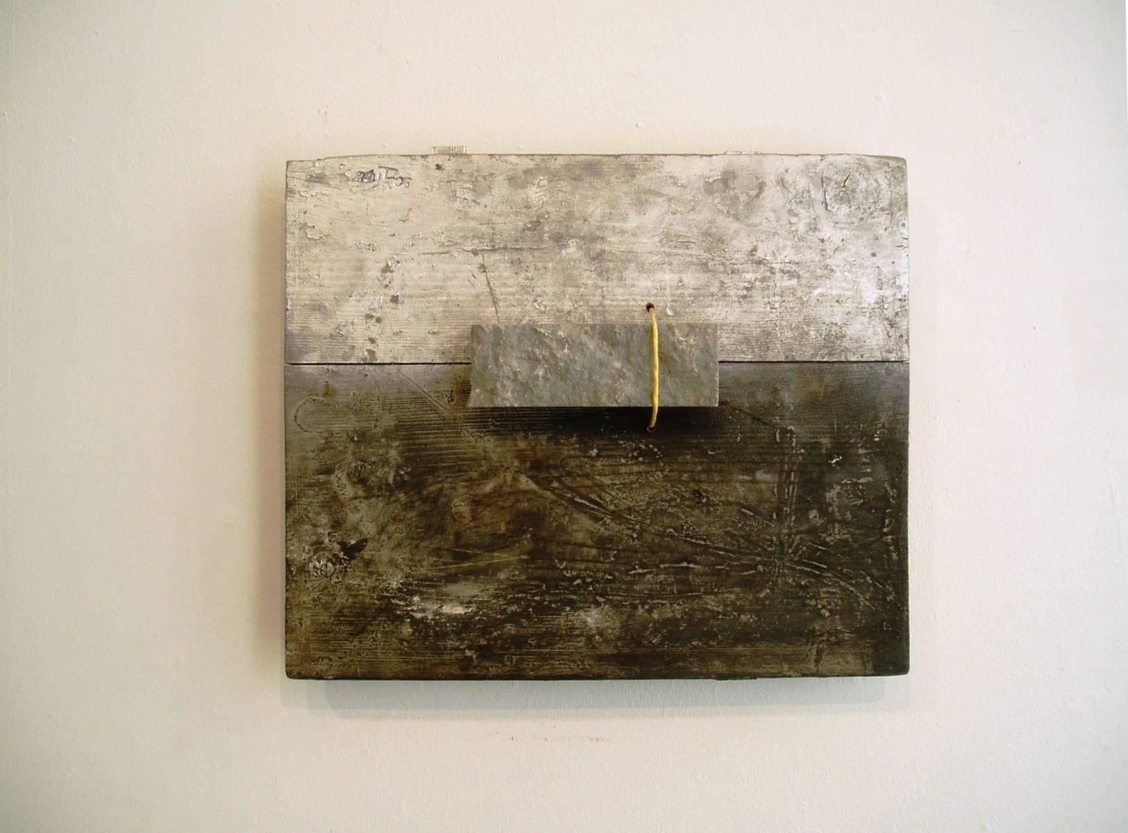 """""""MAASTIK"""" 2006 puu, kivi, nöör <br/>""""LANDSCAPE"""" 2006 wood,stone,string"""