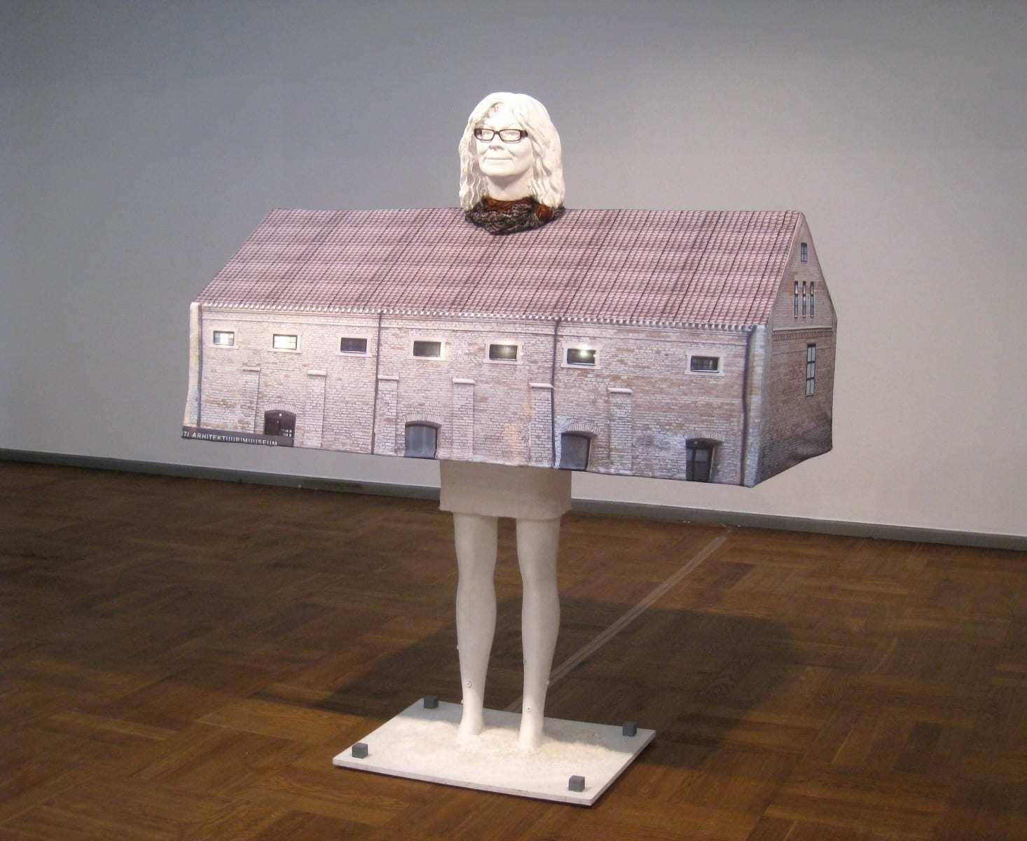 """""""SOOLALADU=KARIN HALLAS"""" 2010 elusuuruses figuraalne installatsioon: kips, kangas,plastik,puit,sool,LED lambid<br/> """"SALT STORAGE=KARIN HALLAS"""" 2010 lifesize figurative installation: plaster,mannequin,wood,textile,LED lamps,plastic,salt"""