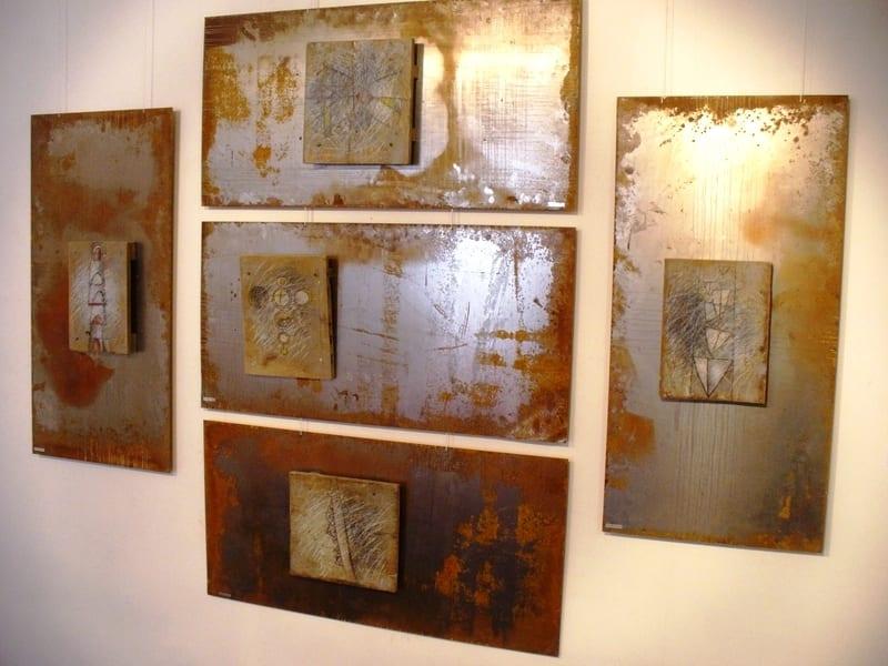 """"""" ILM"""" 2012 joonistus puidul, metall<br/> """"WORLD"""" 2012 drawins on wood, metal"""