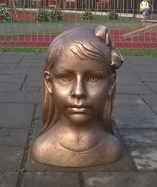 LENNA portree 2015 pronks<br/> LENNA 2015 bronze