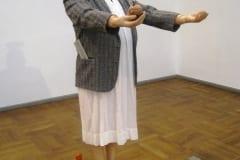 """""""HARDI VOLMER - ANIMAATOR"""" 2015 elusuuruses figuraalne installatsioon: kips, mannekeen,poroloon,puit,metall,kangas, filmi nukud jm<br/> """"HARDI VOLMER - the ANIMATOR"""" 2015 lifesize figurative installation: plaster,mannequin,textile,plastic,metal,wood,dolls from a film etc"""