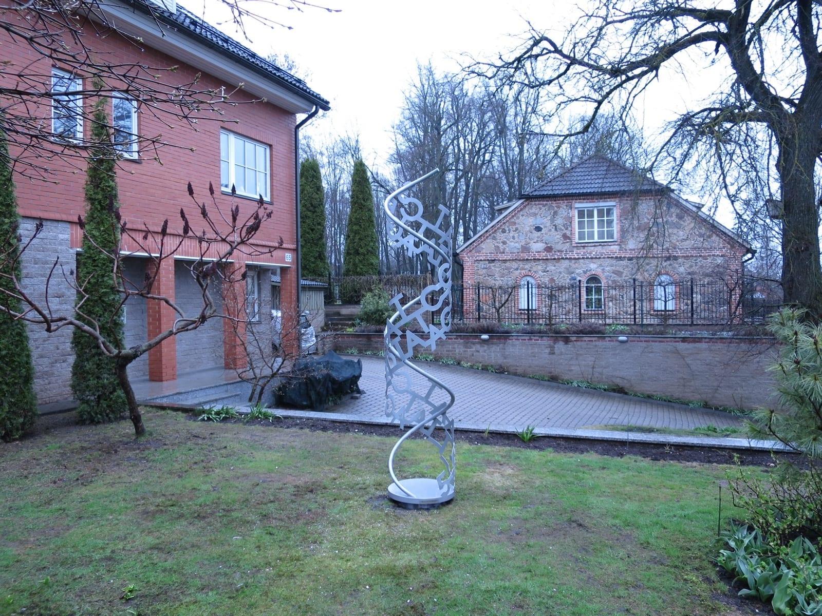"""HELIX"" 2017 roostevaba teras h= 2,5 m, eratellimus Tartu aeda <br/>""HELIX"" 2017 stainless steel h= 2,5 m, private garden in Tartu, Estonia"