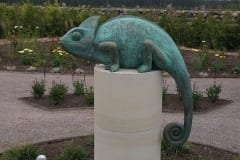 """KAMEELEON"" 2018 pronks, dolomiit, eratellimus mõisa aeda <br/>""CHAMELEON"" 2018 bronze,dolomite, private manor garden, Estonia"
