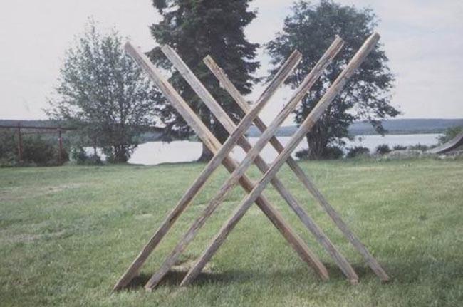 """""""RISTUMISED"""" 1999 puu - puuskulptuuri sümpoosion Kemijärvi, Soome<br/> """"CROSSINGS"""" 1999 wood - wood carving symposium  in Kemijärvi, Finland"""