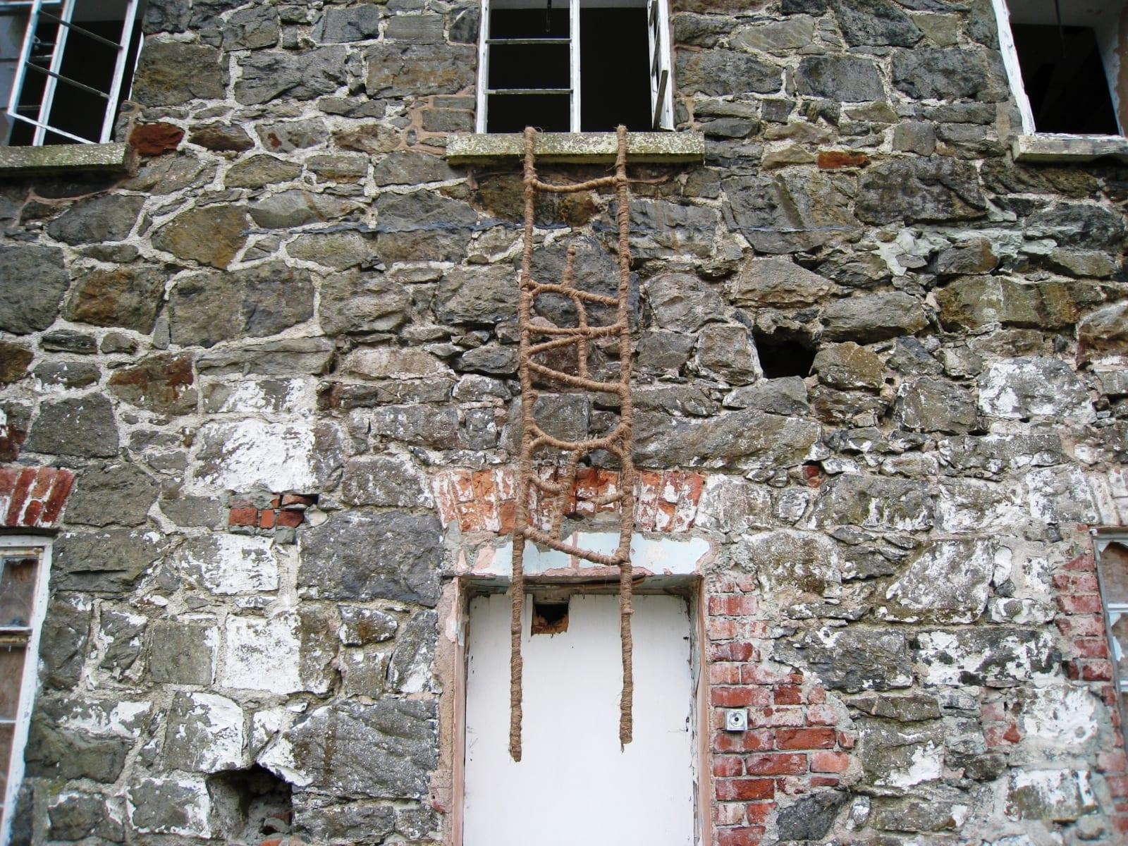 """POOR.WORK.HOUSE.ESCAPE.""  2008 4 nöörredelit - kohaspetsiifiline workshop ""Interventions"" Llanfyllin, Wales, Suurbritannia  ""POOR.WORK.HOUSE.ESCAPE.""  2008 4 ropeladders  - an international site-specific workshop ""Interventions"" in Llanfyllin, Wales, Great Britain"