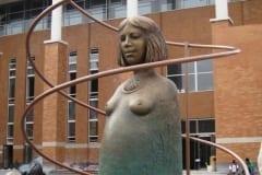 """""""EMA"""" 2011 pronks, metall h= 4,3 m - rahvusvaheline skulptuurisümpoosion Changchun, Hiina<br/> """"MOTHER"""" 2011 bronze, metal h= 4,3 m - international sculpture symposium in Changchun, China"""