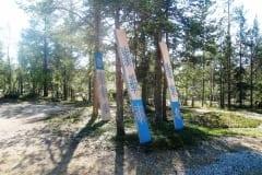 """KOOREALUSED"" 2015 puu h= 2,5 m - maakunsti sümpoosion ""Arctic Week"" Kakslauttanen, Lapimaa, Soome<br/> ""UNDER THE BARK"" 2015 wood h= 2,5 m - symposium Arctic Week,  Kakslauttanen, Lapland, Finland"